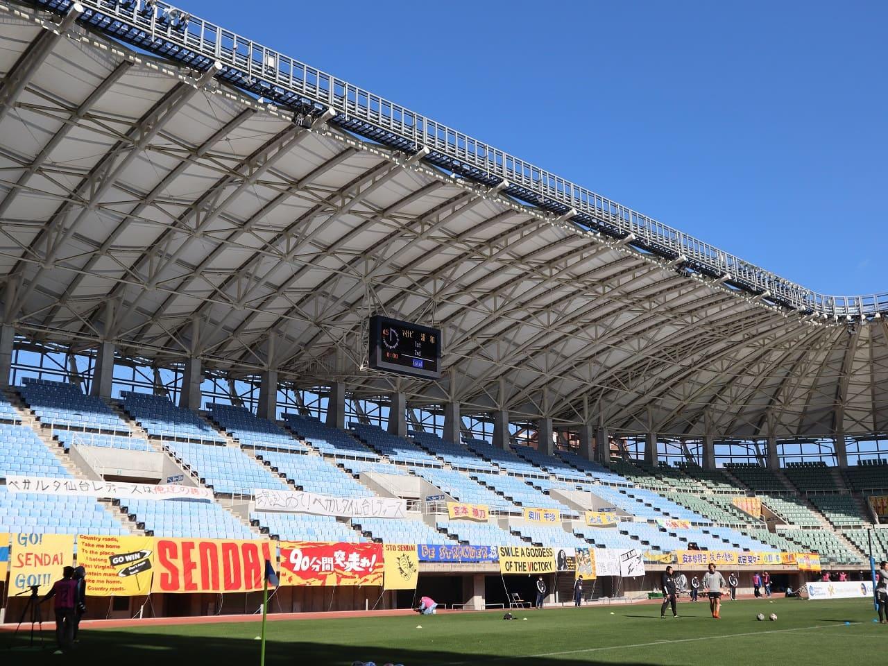 マイナビ仙台レディース スタジアムいっぱいの横断幕