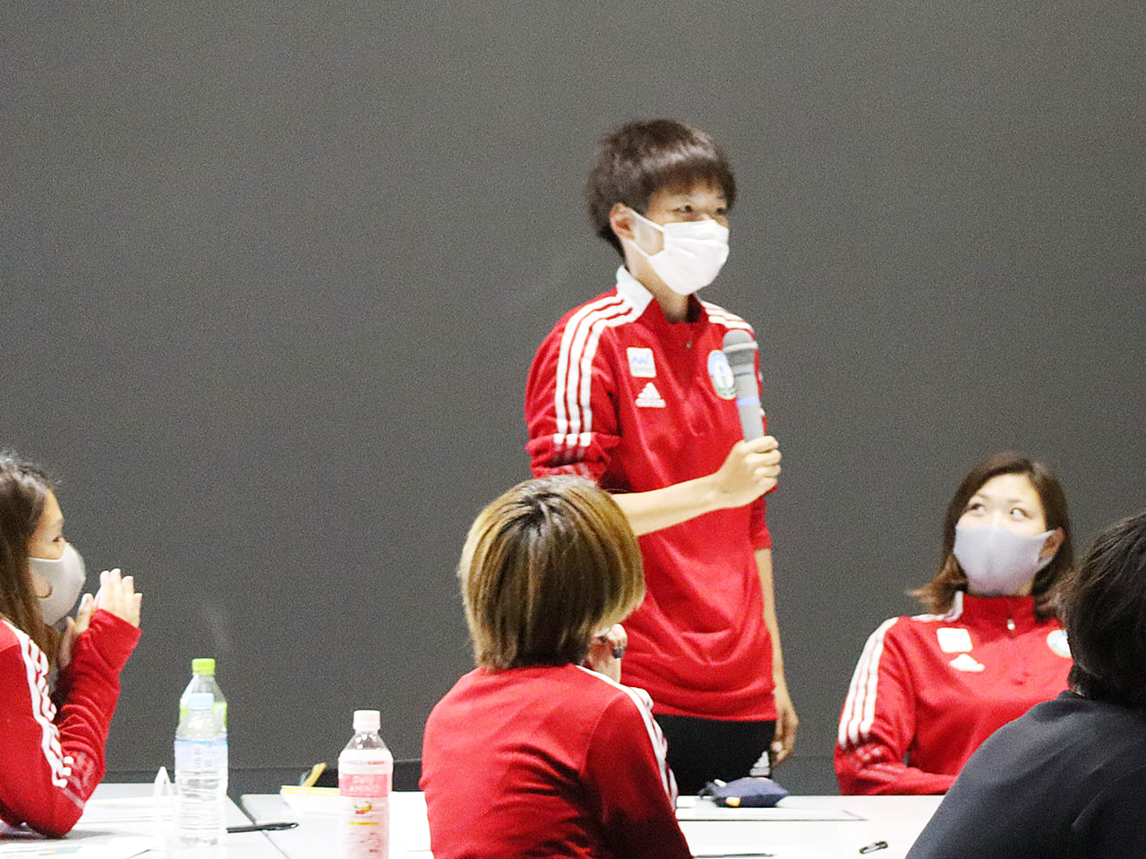 グループで話し合った意見を、浜田遥選手が代表となって発表した
